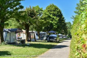images/diaporamas/camping/thumbs/emplacement-tente-camping-annecy.jpg