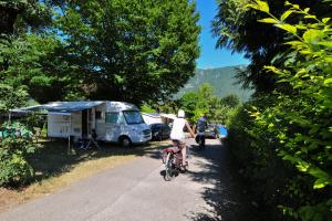 images/diaporamas/camping/thumbs/emplacement_camping-car_annecy.jpg