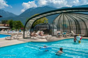 images/diaporamas/espace-aquatique/thumbs/piscine_couverte_annecy_covered_pool.jpg