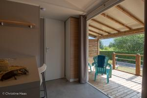 images/diaporamas/locations/thumbs/mobil-home-terrasse-couverte.jpg